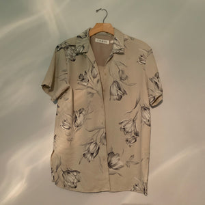 'Cassi' Neutral Floral Hawaiian Shirt (S/M) - Shop Vanilla Vintage