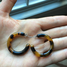 "Load image into Gallery viewer, 1 3/8"" Tortoise Shell Hoop Earrings Great Size"