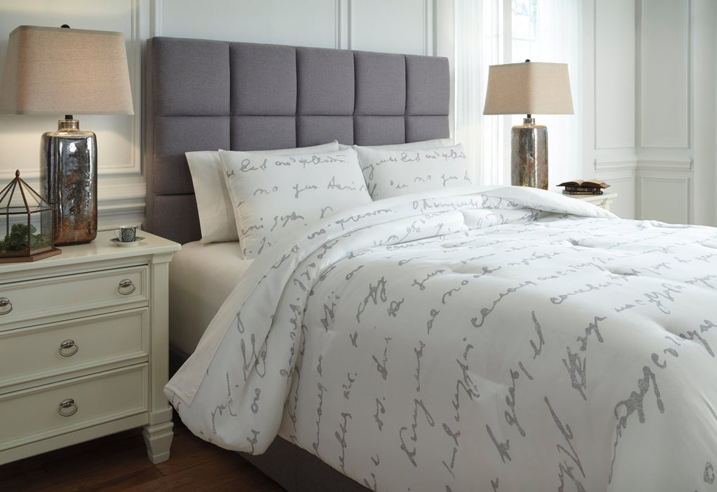 Adrianna Signature Design by Ashley Comforter Set King