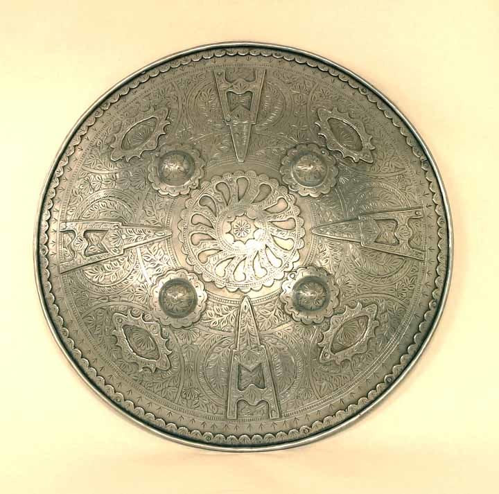 Round shield with dagger pattern