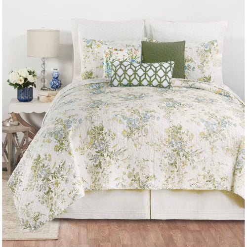 Bring the romance of a fresh spring garden to your bedroom with our Wildflower bedding collection.