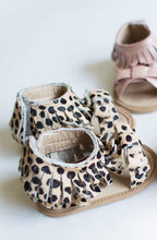 Load image into Gallery viewer, Kids Leopard Moccs