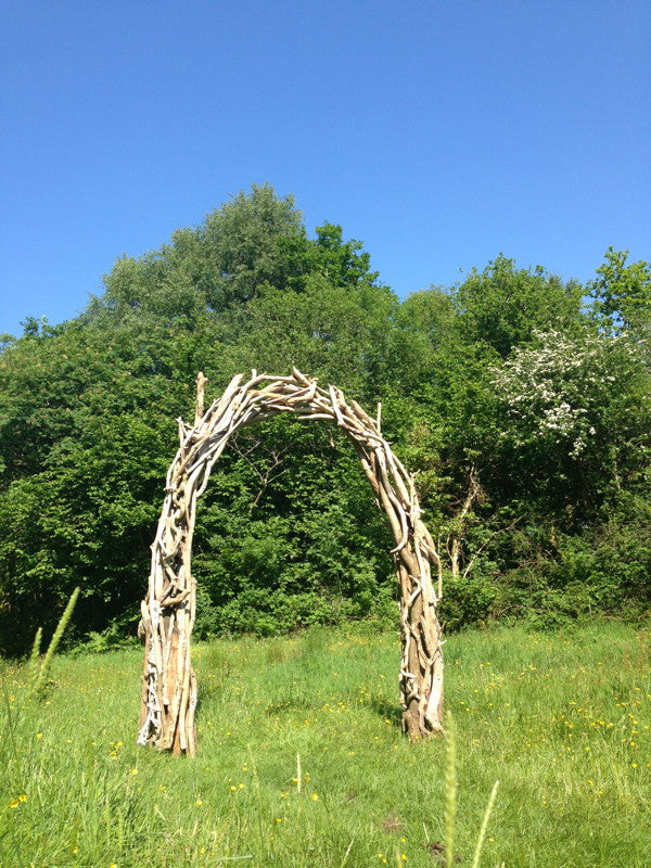 driftwood wedding arch 09