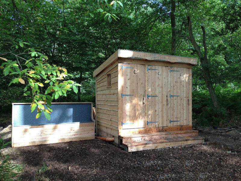 compost-loo-in-woodland