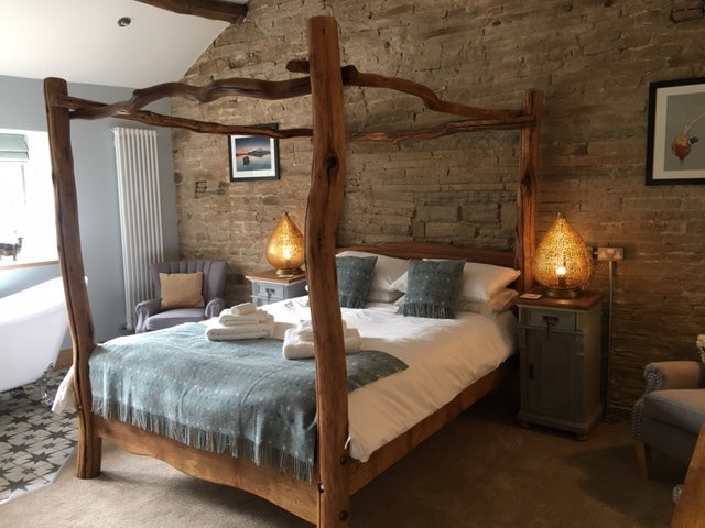 four poster bed for country pub