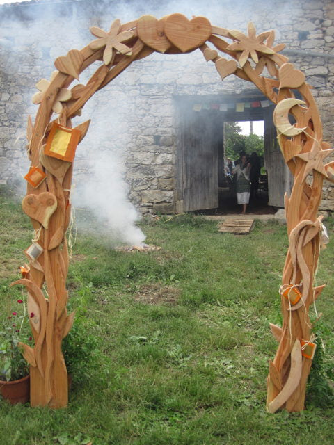 ceremonial wedding arch