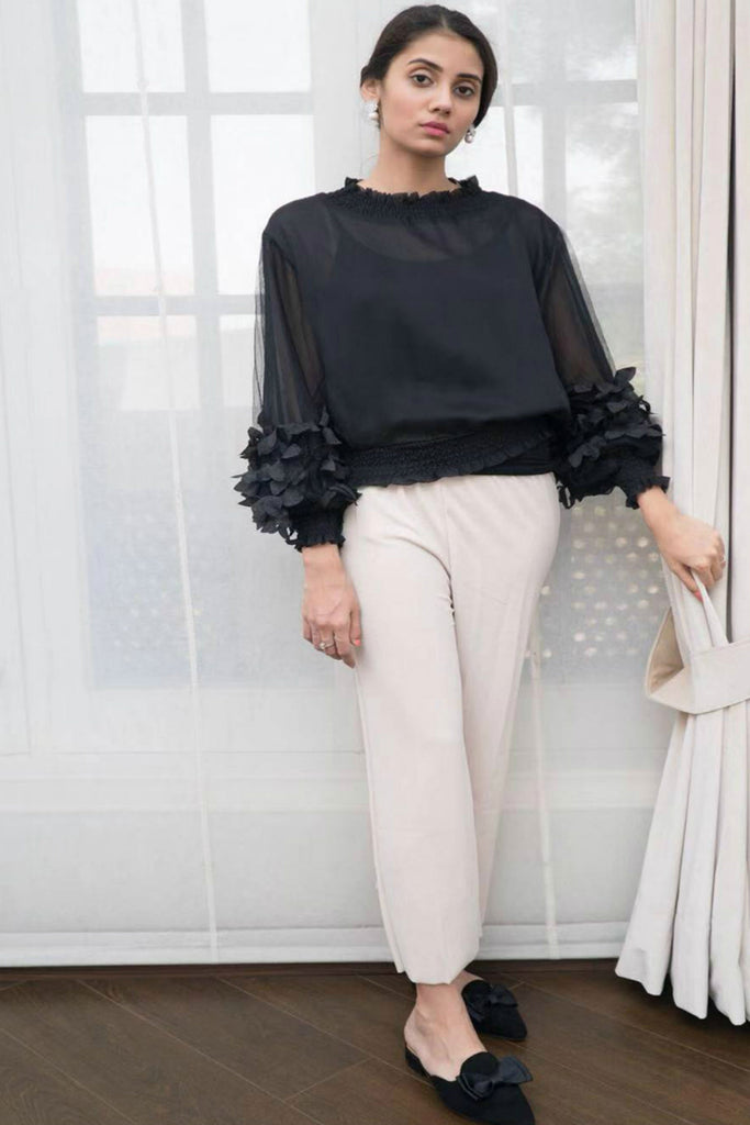 Cropped Layla Blouse with 3D sleeve details