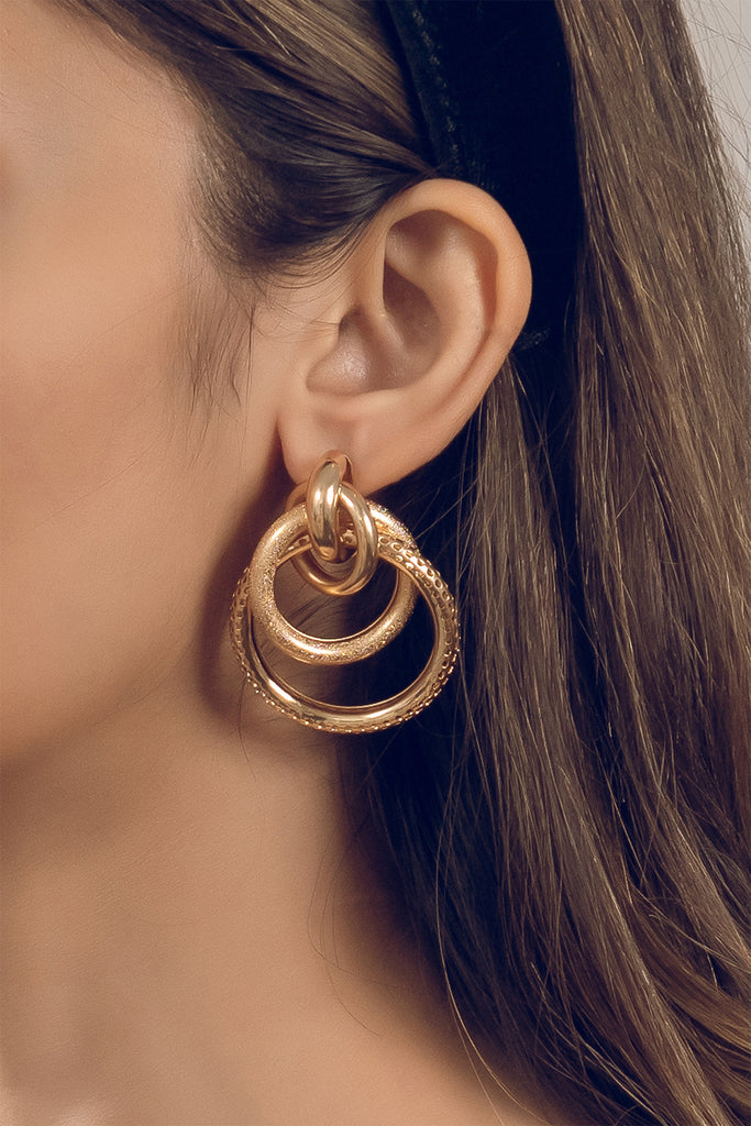Interlinked hoop earrings
