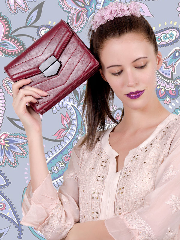 Perfect maroon leatherette handbag