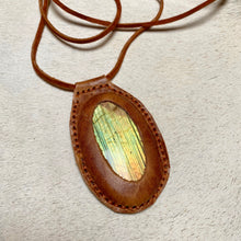 Load image into Gallery viewer, labradorite horizon necklace (brown)