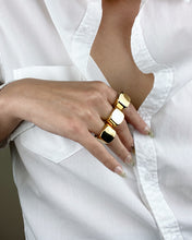 Load image into Gallery viewer, Lorena Signet Ring Gold