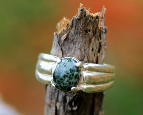 9x7mm Greenstone Ring with Tri-rib setting