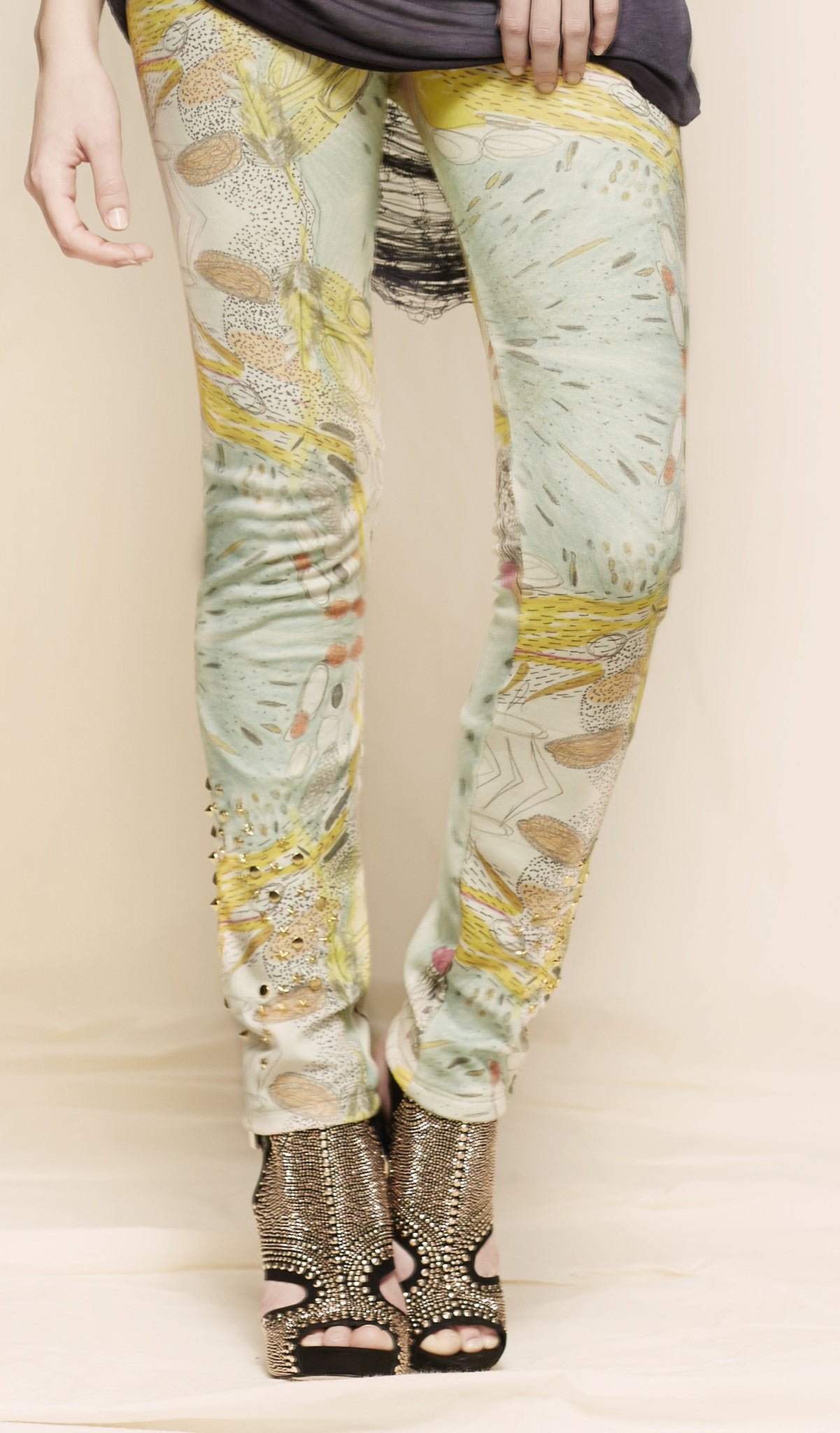 oda - estarriol leggings - up close