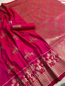 Magenta Color Soft Silk With Rich Pallu Saree Blouse For Women