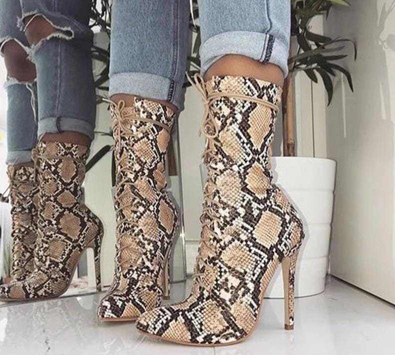 SLEEK ANKLE BOOTS