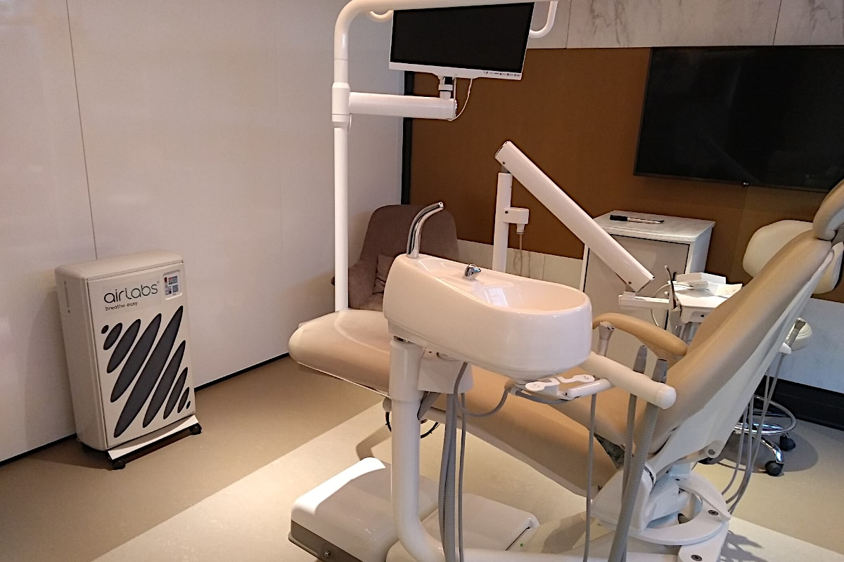 Airlabs AirHavn Pro Commercial Electrostatic Air Purifier In Dental Practice By Wall - Aerify