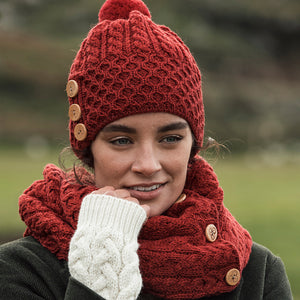 Aran Hat with buttons, Red