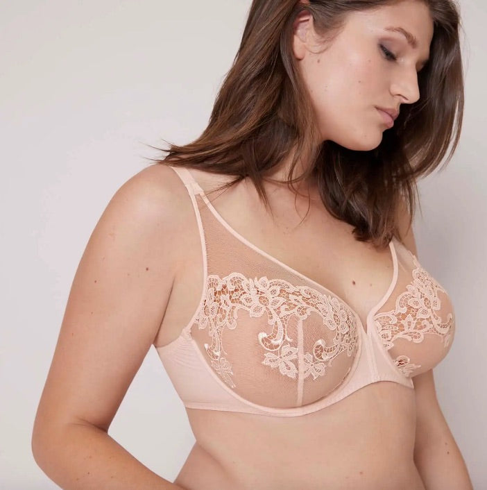 Simone Pérèle Saga Plunge Full Cup Bra in a lovely blush pinky colour. The Simone Pérèle Saga collection is an elegant composition of striking hand-drawn tattoo effects on the body with guipure and embroidery on a backdrop of ultra-fine tulle.  The Saga sheer plunge bra combines an illusion of a demi cup with the support for a full cup for a look that is seductive and supportive.