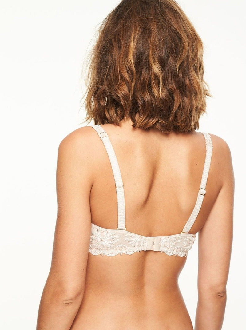 Soft ivory colour. Memory foam underwire cups adapt to your shape for a truly personalized fit. Demi, low-cut coverage that creates a round and uplifted neckline. Embroidered mesh band lies smooths across the back. Convertible clip on the straps easily converts to a halter-neck or criss-cross style. Designed in France.