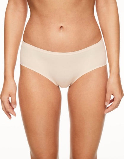 Chantelle SoftStretch One-Size-Fits-All Hipster Brief. This ultra comfortable Soft Stretch Seamless Hipster is made to comfortably tp accommodate anyone from a S-L sizes.  Made entirely of soft stretch knit, this style adapts to your body for a custom fit. Flat bonded finishes make this style seamless and invisible under any outfit. The model is wearing a neutral nude blush colour.