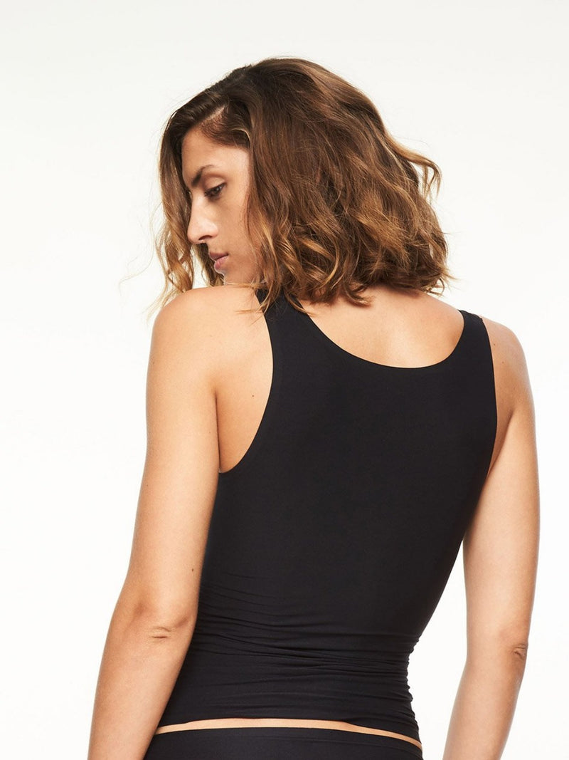 Black. The smooth Tank Top from the award winning Soft Stretch Collection adds ease to everyday with high performace elasticity that is engineered to last. Wear alone or layered for a lightweight, luxe look. Relaxed one size fit for variety of shapes Scoop-neck silhouette Stays in place throughout the day