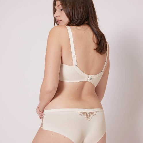 Backview of model wearing the bra and boyshorts from SIMONE PERELE's Nuance collection. Boyshort Underwear is in a Pearl neutral colour. We have the secret to the matching set: divinely soft, stretchy, seamless boyshort bottoms.  Did we mention the ultra-chic embroidery on sheer mesh?