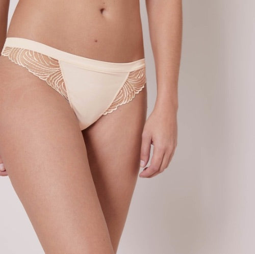 You fell in love with Simone Pérèle's Nuance Sheer Embroidered Demi Bra in pearl colour...  Let us romance you with the matching thong, soft, stretchy, seamless and oh-so-chic...  You can't really have one without the other, can you?