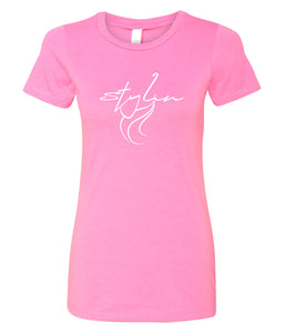 hot pink stylin crewneck women's tee