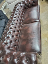"Load image into Gallery viewer, Caine Chesterfield 91"" Rolled Arm Sofa"