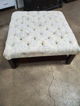 "Load image into Gallery viewer, Heritage  Patrizio 42"" Tufted Square Cocktail with Storage Ottoman"