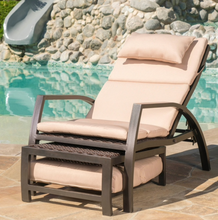 Load image into Gallery viewer, Napa wicker lounger with tan cushion Dr137