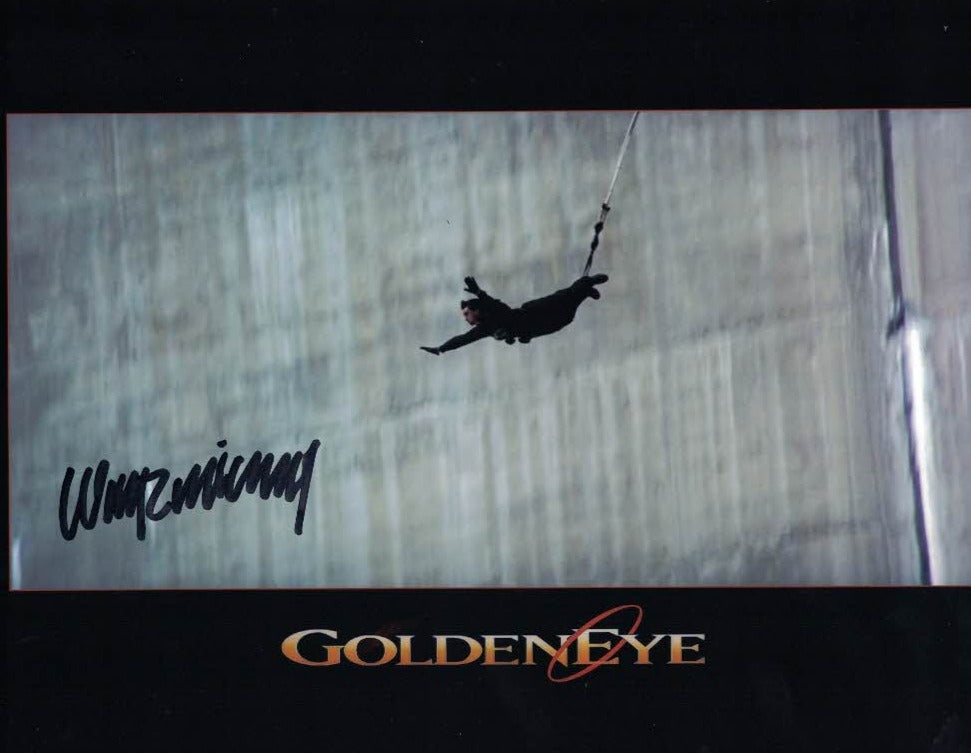 WAYNE MICHAELS - Stuntman/bungee jumper in Goldeneye
