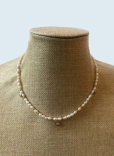AMAVI FINE PEARL CHOKER WITH GOLD ACCENTS