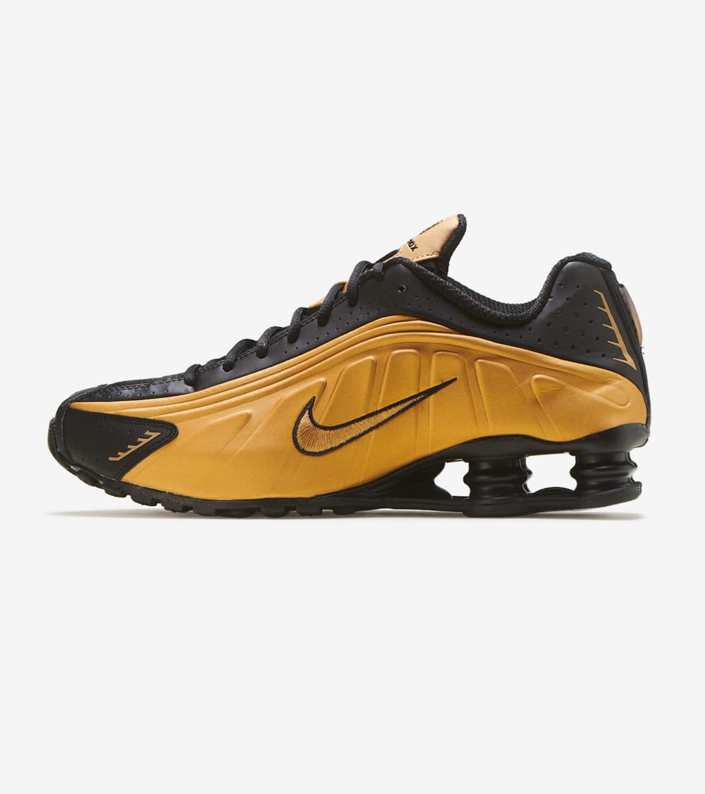 Nike Shox R4 Shoes in Black/Gold Size