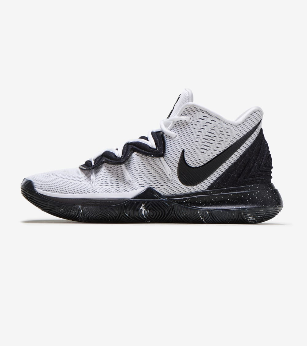 Nike Kyrie 5 Shoes in White Size 7.5