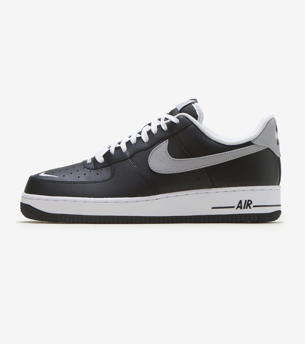 Nike Air Force 1 07 LV8 Shoes in Black