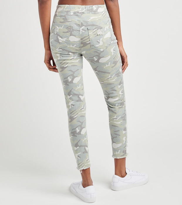 Essentials  Twill Joggers  Camo - P961121-872LC | Jimmy Jazz