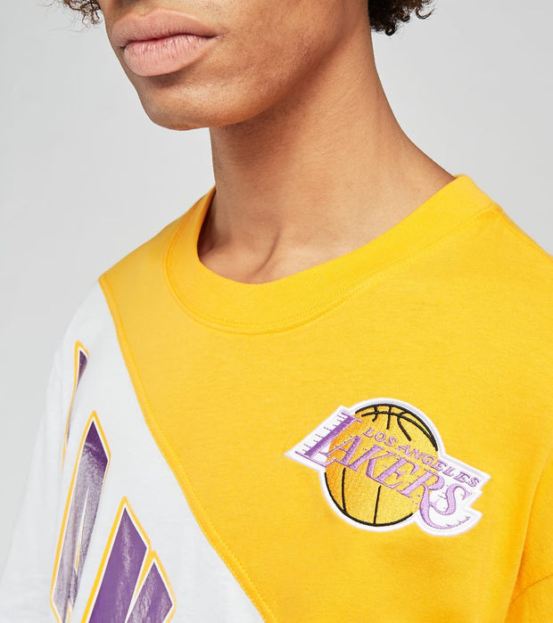 Mitchell And Ness  Los Angeles Lakers Play by Play Tee  Gold - SSTEMI19038LAL-LGPR | Jimmy Jazz