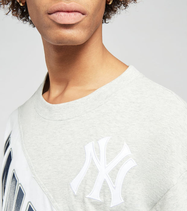 Mitchell And Ness  New York Yankees Play by Play Tee  Grey - SSTEMI19038NYY-GHNY | Jimmy Jazz