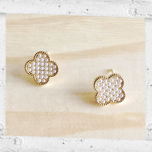 Audrey Mini Pearls Clover Earrings
