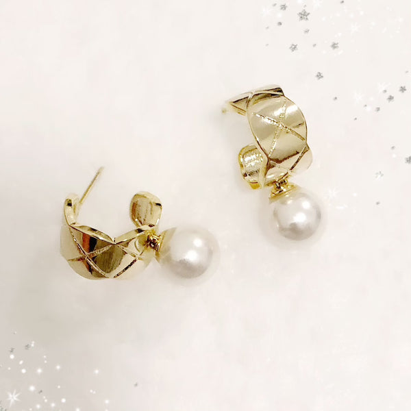Quilted Motif Pearl Earrings