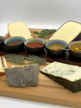 Load image into Gallery viewer, Full Cheese Collection Tasting Gift Box