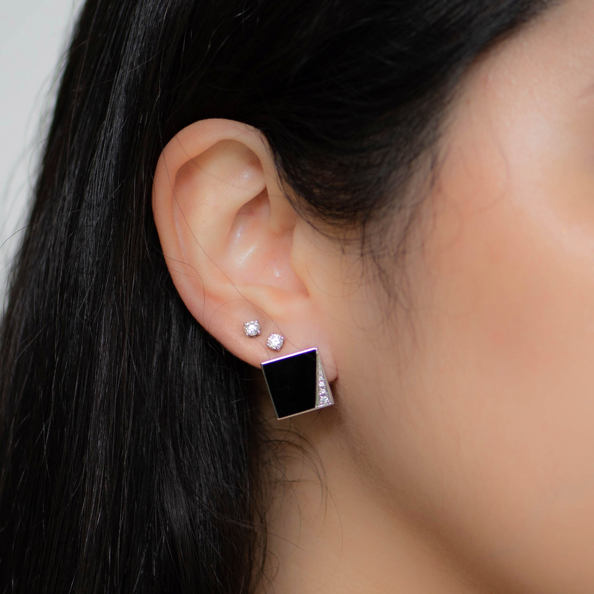 18K W/G Onyx Diamond Earring