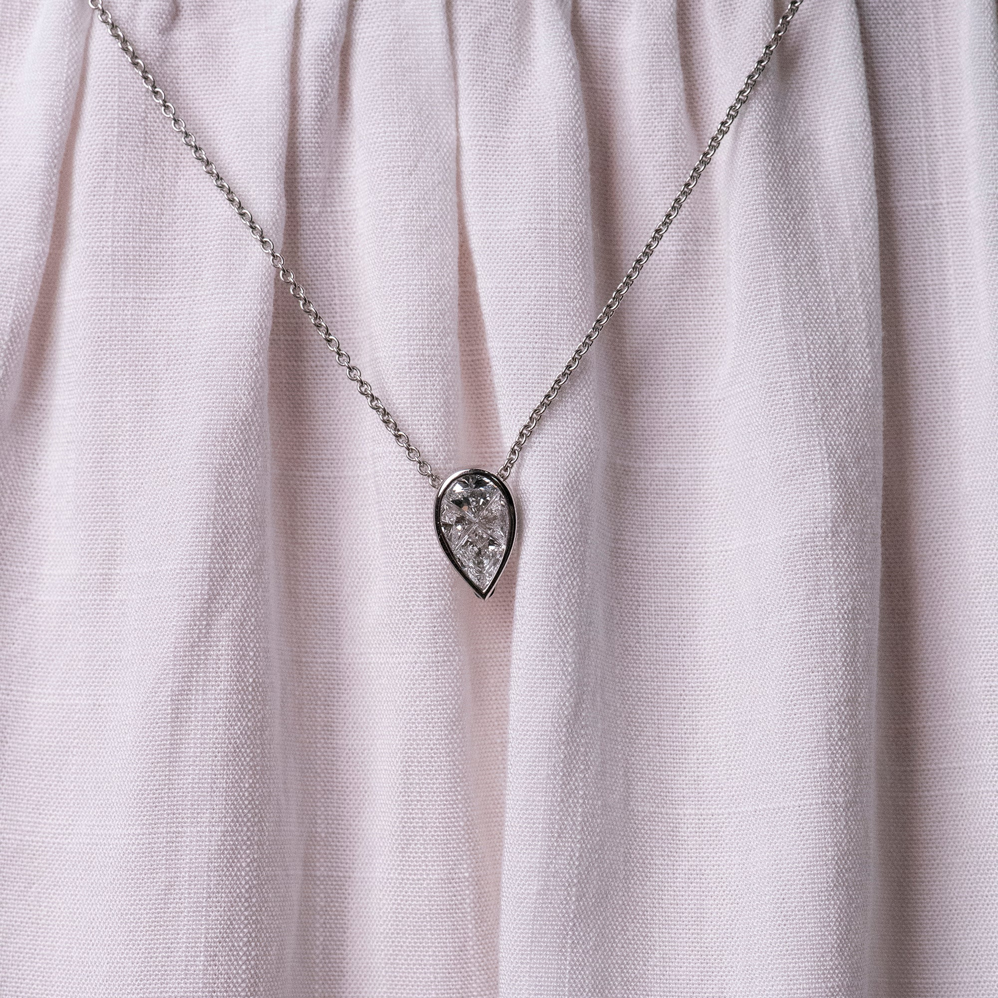 Detachable White Gold Pear Head with Chain