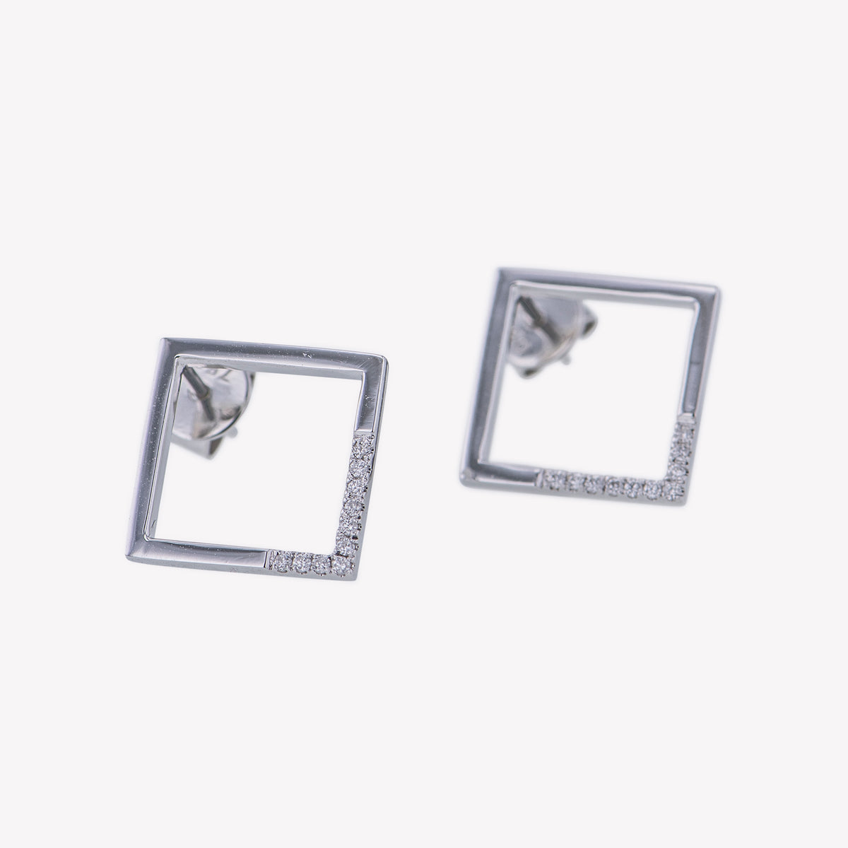 Square Earrings in White Gold