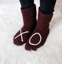 Load image into Gallery viewer, Plum XO Slipper Socks