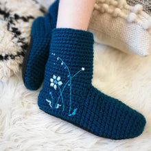Load image into Gallery viewer, Slipper Socks With Embroidered Flowers - Adults