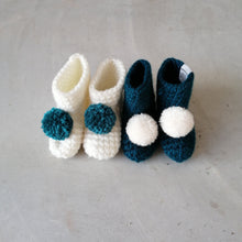 Load image into Gallery viewer, Pom Pom Newborn Booties