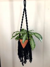 Load image into Gallery viewer, Fringe Plant Hanger
