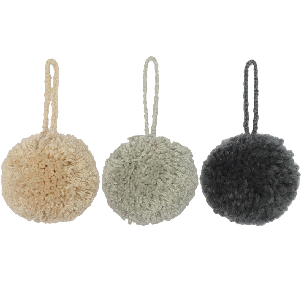 CHRISTMAS DECORATIONS // Jumbo Pompom Set